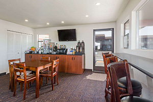 Super 8 Fort Bragg Hotel Dining Area